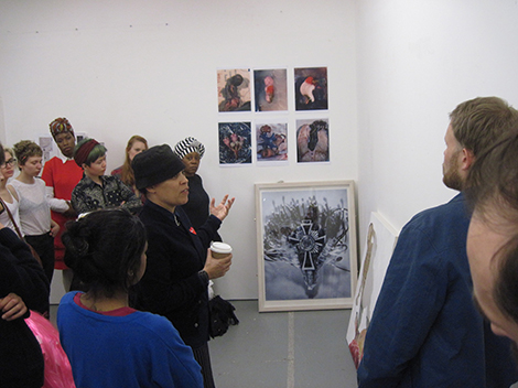 Ellen Gallagher talking to students at Chelsea College of Arts. Image courtesy of Jeff Dennis, lecturer on Fine Art.