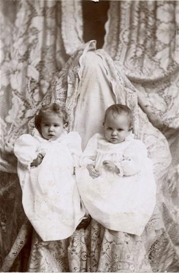 Victorian 'Hidden Mother' photograph