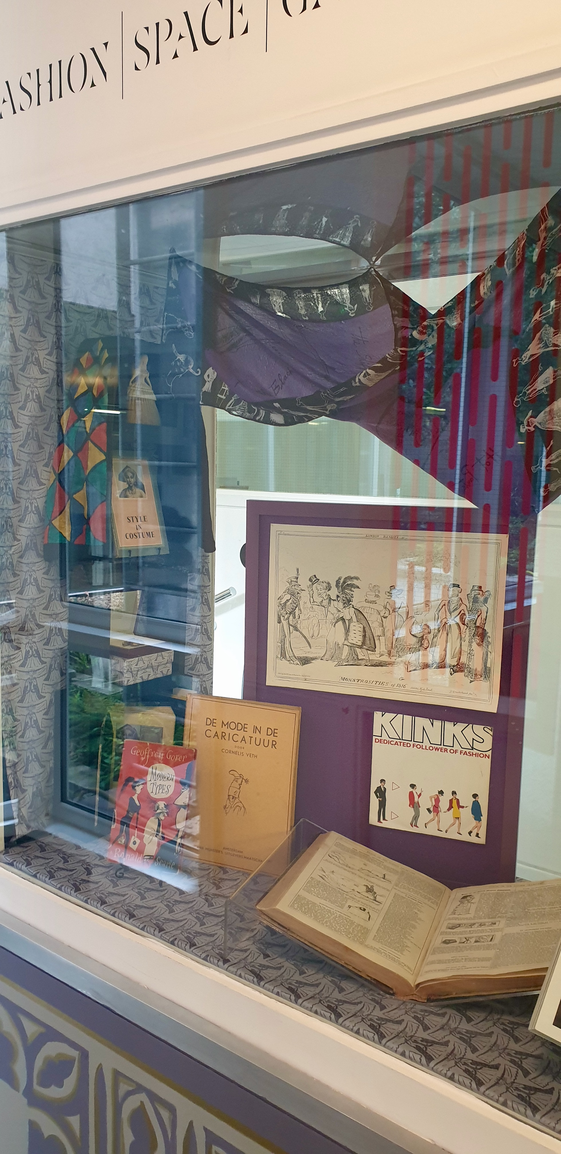 Display of exhibition in vitrine