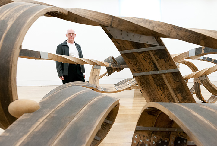 Artist Richard Deacon with his sculpture Out of Order 2003 Photocredit: Tate Photography