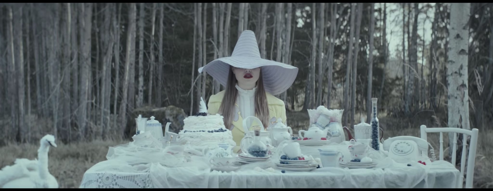 A still from Lxandra's music video 'Dig Deep', designed by Elle