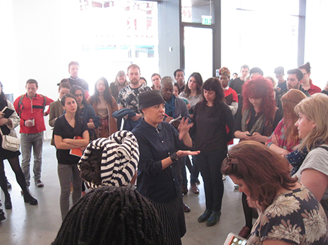Ellen Gallagher talking to Chelsea students at Hauser & Wirth. Image courtesy of Jeff Dennis, lecturer on Fine Art.