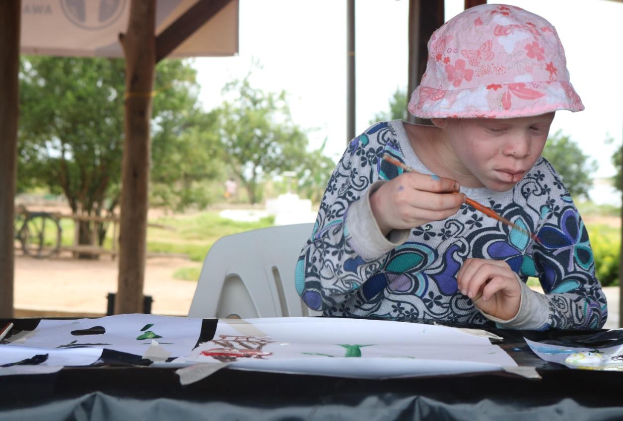 Fatina participates in Annie-Marie's workshop in Tanzania