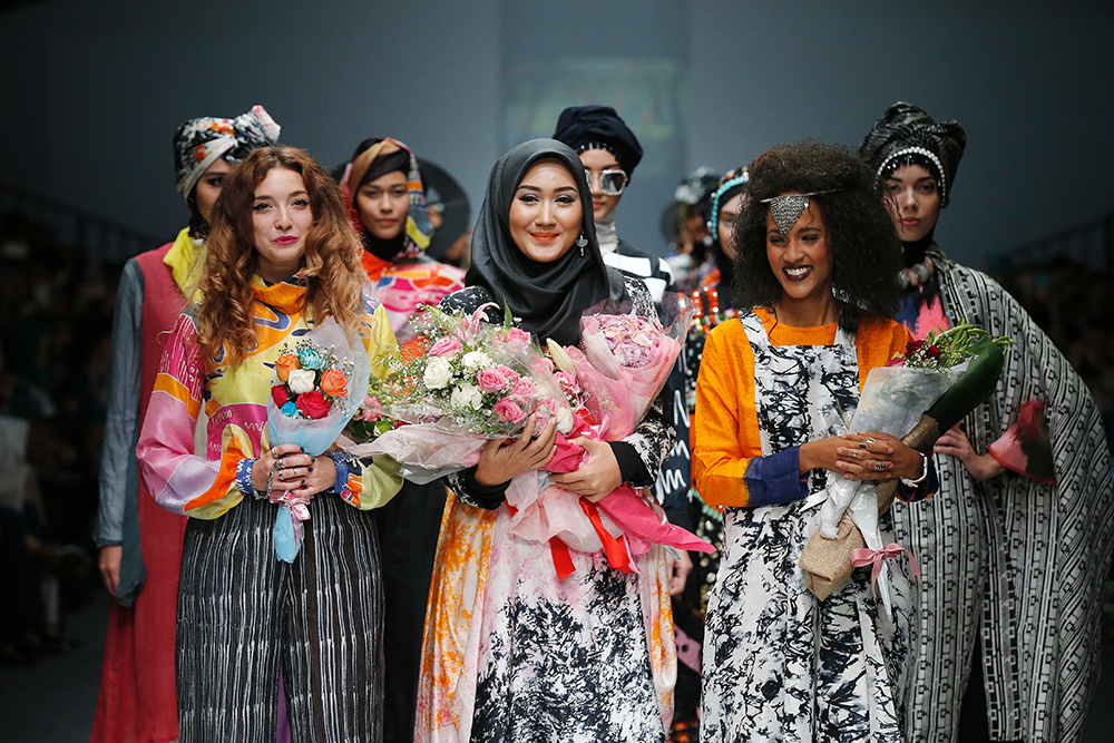 OCTOBER 26: Designers walk the runway of London College of Fashion Residential Program featuring Spring Summer 2016 during the Jakarta Fashion Week 2016 in Senayan City, Jakarta. Photo credit: Femina Group / Dennie Ramon