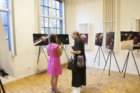 through-the-lense-exhibition053