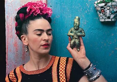 Frida Kahlo with Olmec figurine, 1939. Photograph by Nickolas Muray
